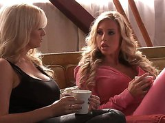 Hot blonde chick Anikka Albrite with