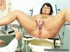 Fat mature mom spreads her legs and gets part6