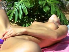 Petite russian chick dildoing her vagina