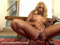 Blonde Cherry Kiss is another hot chick that loves pussy