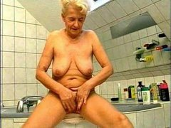 Bathing with German granny before fucking her