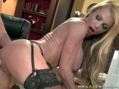 MILF Taylor Wane has amaizngly sexy body. She can solve