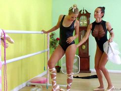 Francesca Jaimes and her lover Chastity Lynn enjoy in having