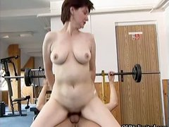 Dirty mature woman gets her horny wet