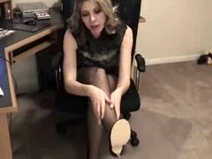 Brandi gives blow- and footjob in pantyhose.